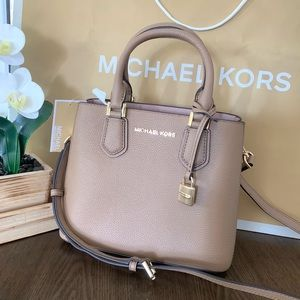Michael Kors Adele Md Messenger Leather